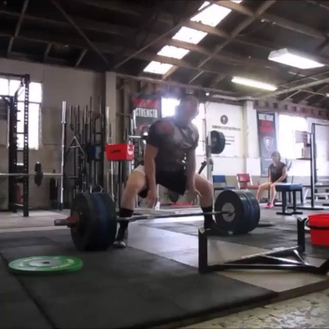 @keithmillerhimself working on his sumo tech. Here's 232.5kg with max width stance and looking much tidier.