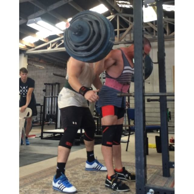 Top single of 215kg for @johnstrachan_pl from yesterday. Glute meds needs to kick in just a tad earlier to get the hips back under the bar when coming out of the hole
