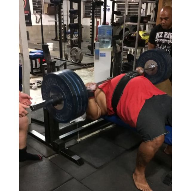 No those are not fake plates... @syrus_k throwing 4plates/180kg around like nothing