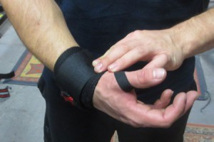 wristwrap2 How and Why to use Wrist WrapsHow and Why to use Wrist Wrapswristwrap2