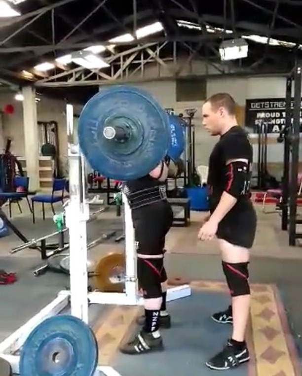 Next up, Papa Strachan @kpstrachan hitting a 145kg single. Kevin is looking to take the NZ record in the 74kg M3 division which currently stands at 137.5kg. Kevin is currently seated 3rd out of 3.