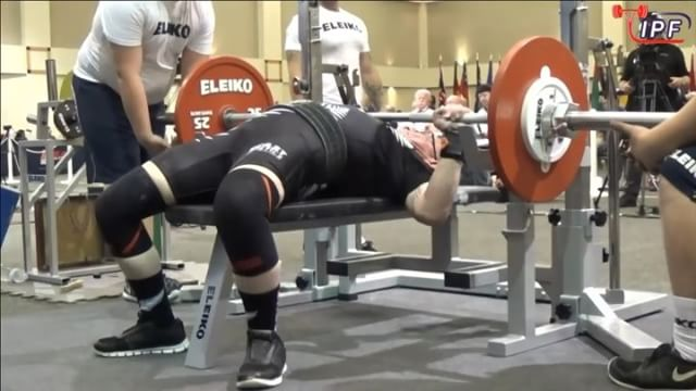 @kpstrachan's 3rd attempt of 85kg. Very solid attempt leaving him with 6/6 going into deadlifts.