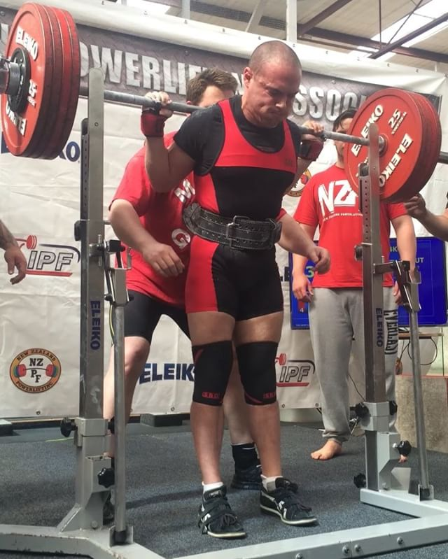 Jon Sdragon once again showing us why he's the supreme leader. Here he is at last week's provincial record breakers going 8/9 with 230/160/265.5 @ 74kg and just narrowly missing his last deadlift due to grip. Well done @johnstrachan_pl!