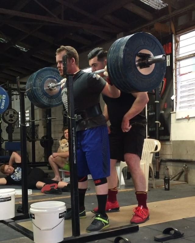 @keithmillerhimself demolishes a 5 plate squat for a new 1RM. Now the question is: was there 1 rep, 2 reps or 1 maybe 2 reps left in the tank?