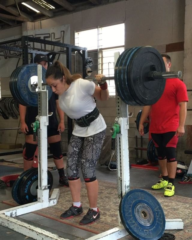 @carli_dillen wit a monster 160kg squat, two weeks out from Auckland champs!